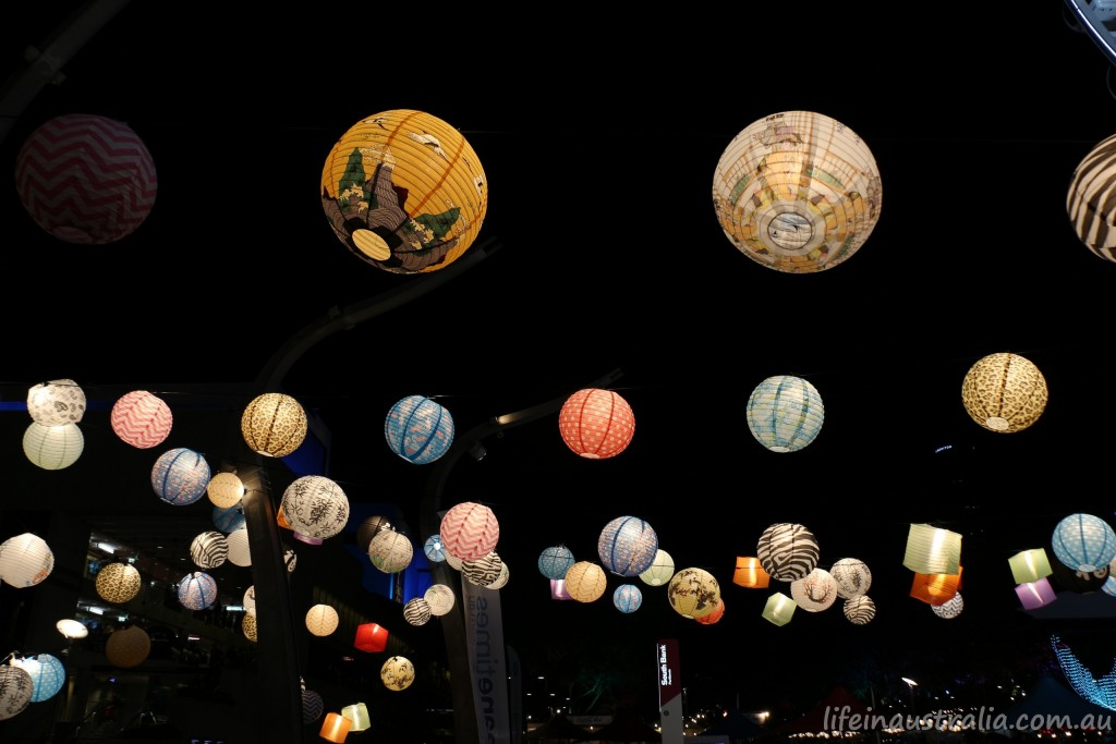 150801-life-in-australia-wallpaper-chinese-lanterns-brisbane